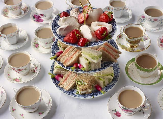 Нажмите на изображение для увеличения.  Название:focused_167655014-stock-photo-vintage-tea-cups-sandwiches-cakestand.jpg Просмотров:0 Размер:55.7 Кб ID:9037