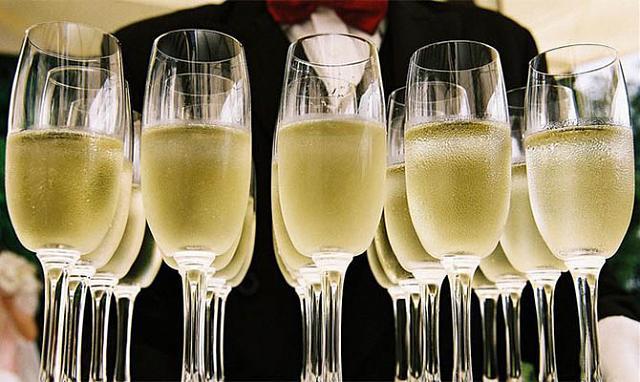 Нажмите на изображение для увеличения.  Название:шампанское.jpg Просмотров:0 Размер:78.2 Кб ID:8790
